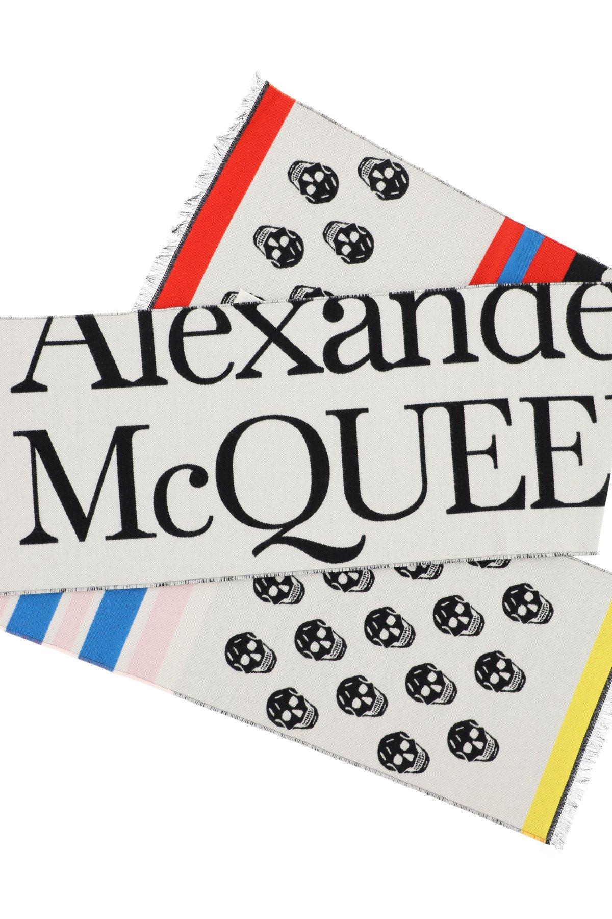 Alexander mcqueen sciarpa con logo skull & stripes